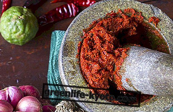 Červené kari nebo thajské kari, používané v kuchyni
