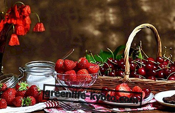 Üles mai viljad: maasikad ja kirsid