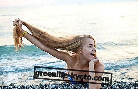 Hermoso cabello incluso en el mar.