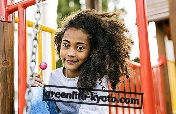 Cómo curar el cabello rizado en niños.