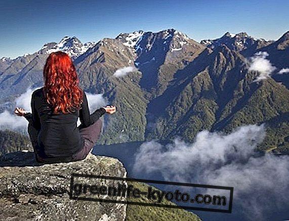 Taisni un spēcīgi kā kalni: tadasana, lai uzlabotu pozu