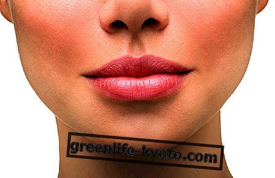 Frotar para suavizar los labios.