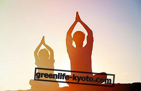 जब योग सिखाना एक बच्चा है